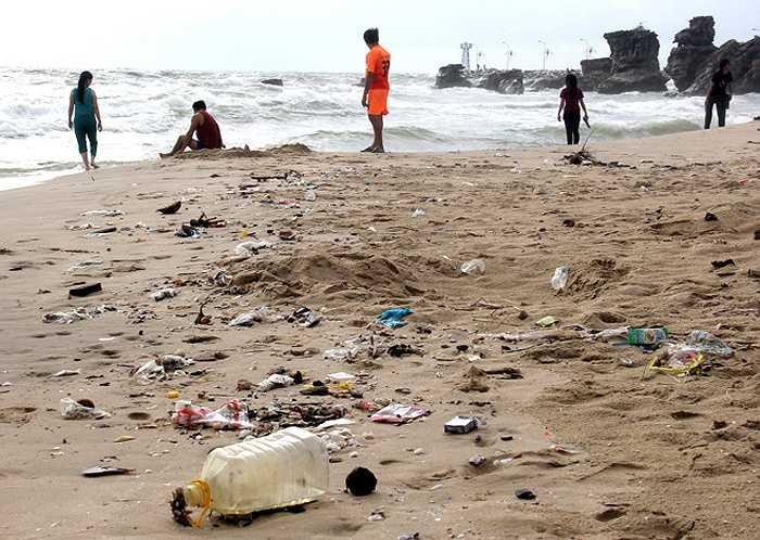 Chủ tịch UBND tỉnh Kiên Giang Lê Văn Thi cũng nhìn nhận môi trường Phú Quốc hiện chưa đảm bảo, cần phải tâp trung các biện pháp bảo vệ nếu không sắp tới lượng khách tăng với nhịp độ 30-40% mỗi năm thì việc bảo vệ môi trường ở đây sẽ khó hơn. (Nguồn: VnExpress)