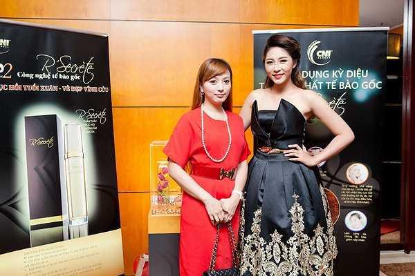 Tiếp đến ca sĩ Dương Lễ đã trình bày ca khúc Trai tài gái sắc remix giúp không khí đêm diễn tăng nhiệt sôi nổi rộn ràng.