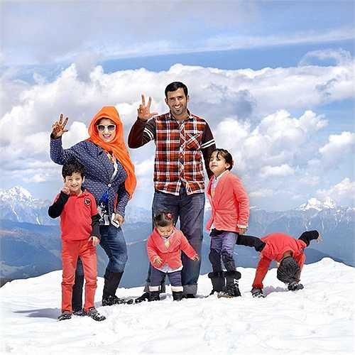 Khaled (cảnh sát) và vợ là Mariam (nội trợ) đến từ Dubai cùng với 4 đứa con đã trải qua 10 ngày nghỉ ở Áo và chuẩn bị tới Viên (Áo)