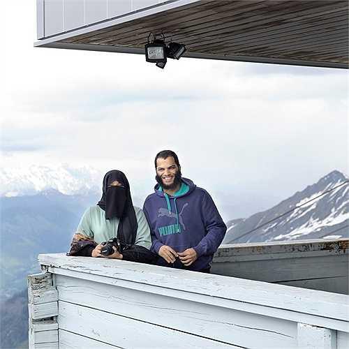Hai vợ chồng người Kuwait đi nghỉ 3 tuần ở núi An Pơ