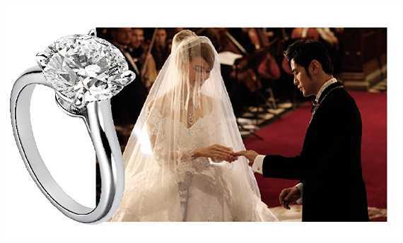 Đầu năm 2015, Châu Kiệt Luân tổ chức đám cưới hoành tráng tại Anh cùng người đẹp Côn Lăng và trao tặng bà xã nhẫn cưới kim cương Solitaire 1895 của hãng Cartier trị giá 1 triệu NDT (3,4 tỉ đồng).