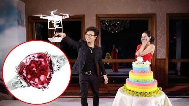 Trong lễ sinh nhật lần thứ 36 vừa qua, Chương Tử Di được người tình là nam ca sĩ Uông Phong tặng chiếc nhẫn kim cương 9,15 carat đến từ thương hiệu trang sức Moussaieff lừng danh nước Anh, trị giá 10 triệu NDT (34 tỉ đồng).