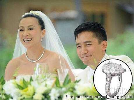 Năm 2008, Lưu Gia Linh và Lương Triều Vỹ kết thúc viên mãn cho cuộc tình kéo dài 20 năm với đám cưới xa hoa cùng chiếc nhẫn cưới gắn kim cương 12 carat trị giá 1,7 triệu NDT (4,8 tỉ đồng).