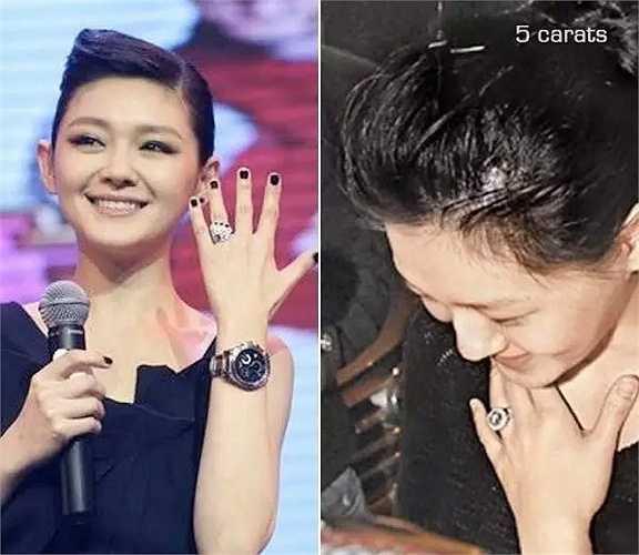 Ngày 22.3.2011, Từ Hy Viên và Uông Tiểu Phi tổ chức đám cưới tại Tam Á, đảo Hải Nam. Nữ diễn viên được ông xã tặng nhẫn kim cương 6 carat trị giá 30 triệu Đài tệ (21 tỉ đồng), do chính anh thiết kế.