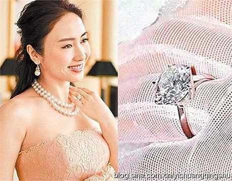 Năm 2009, Hồ Tịnh kết hôn cùng với doanh nhân người Malaysia và được ông xã tặng nhẫn cưới kim cương 10 carat trị giá 3 triệu NDT (10,2 tỉ đồng).