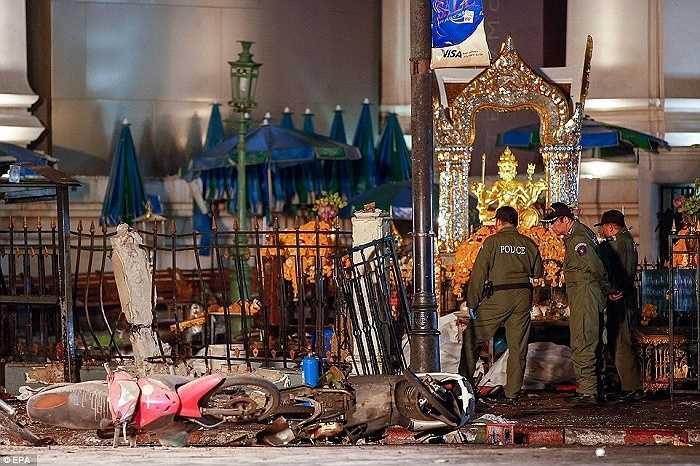 Trung tâm thủ đô Bangkok trở nên tan hoang sau vụ đánh bom