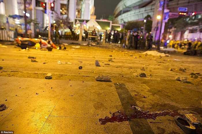 Hình ảnh tang thương sau vụ đánh bom