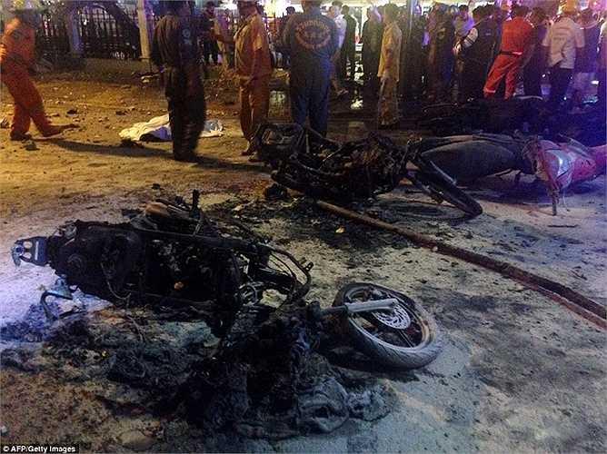 Những chiếc xe máy bị cháy đen sau vụ nổ kinh hoàng