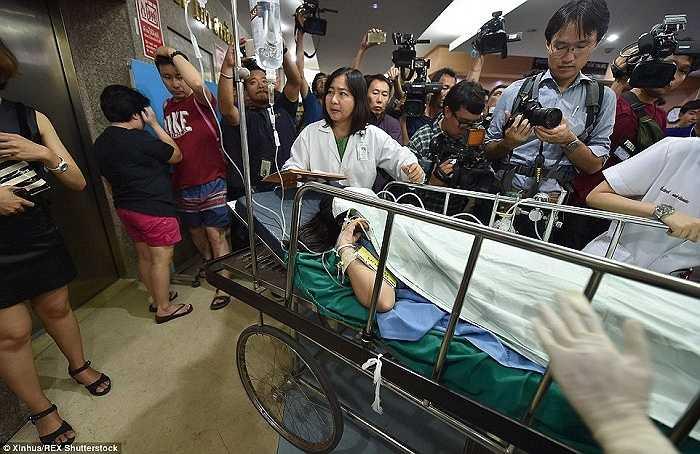 Nạn nhân được đưa đến bệnh viện Bangkok