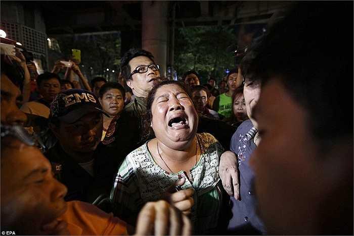 Người nhà nạn nhân đau đớn khi nghe tin dữ