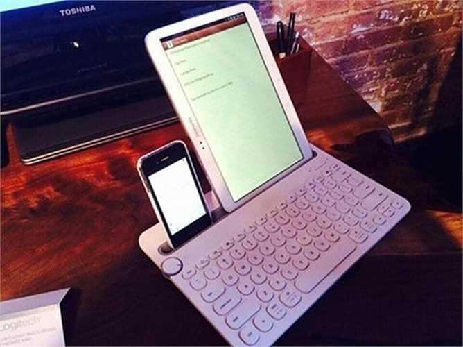 hiết bị theo dõi sức khỏe Misfit Flash. Misfit Flash hiện là thiết bị theo dõi sức khỏe phổ biến trên thị trường, chủ yếu thông qua màn hình điện thoại thông minh để hiển thị các nội dung công việc. Giá thị trường của nó chưa tới 1 triệu đồng.