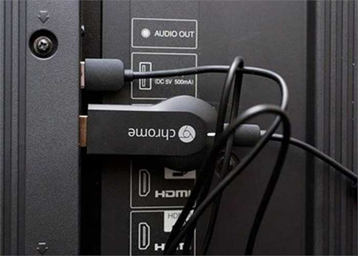 Google Chromecast. Chỉ cần các tivi có cổng kết nối HDMI đều có thể cắm sử dụng trực tiếp Google Chromecast, thiết bị này có giá khoảng 35 USD.