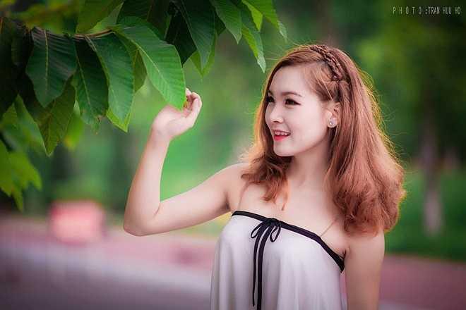 Trong bộ ảnh mới được thực hiện, Phương Thu cuốn hút ánh nhìn bởi vẻ đẹp dịu dàng nhưng cũng đầy cuốn hút.