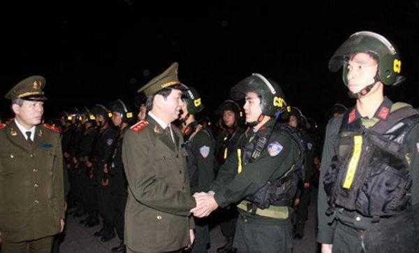 Bộ trưởng Trần Đại Quang kiểm tra công tác ứng trực, sẵn sàng chiến đấu của Công an các đơn vị, địa phương. Động viên tinh thần chủ động vì nhân dân phục vụ của chiến sĩ công an cả nước