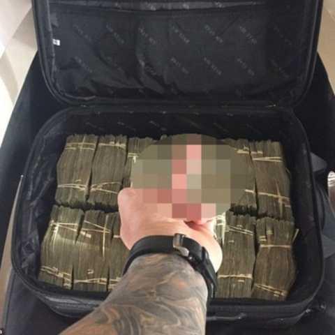 Tony Toutouni kiếm được rất nhiều tiền từ việc kinh doanh hộp đêm và các quán bar