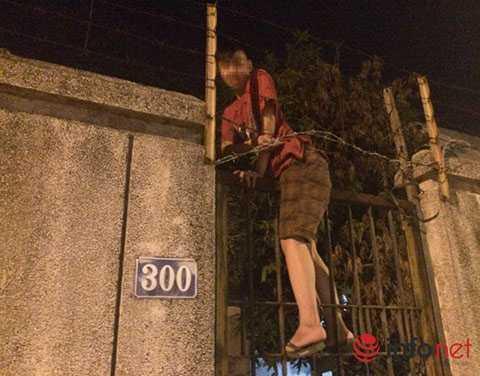 Những thanh niên đột nhập vào nhà ma trên đường Kim Mã vào tối ngày 16/8.