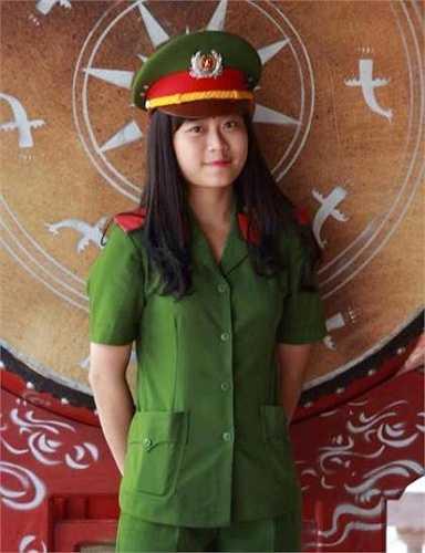 Hiện tại, Dạ Ngân đang là Phó Bí thư Đoàn lớp B5 - Chuyên ngành Kỹ thuật hình sự - Học viện Cảnh sát Nhân dân.