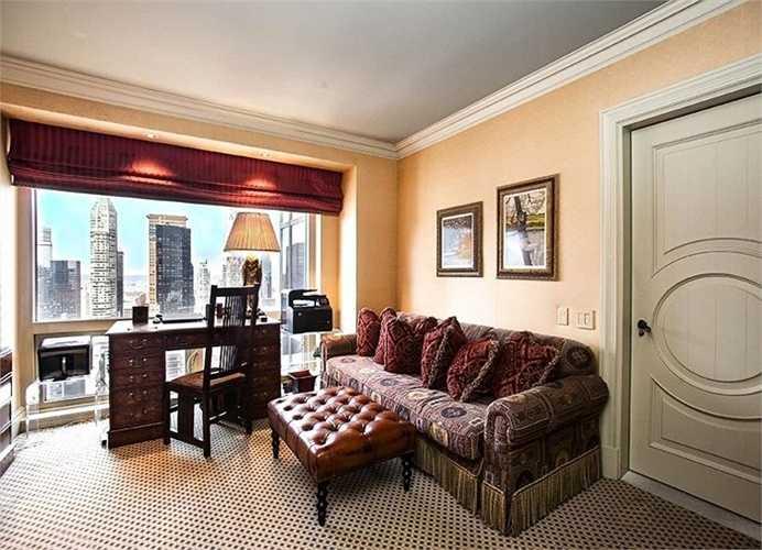 Phòng ngủ nhỏ hơn có thể được sử dụng như một phòng đọc sách..