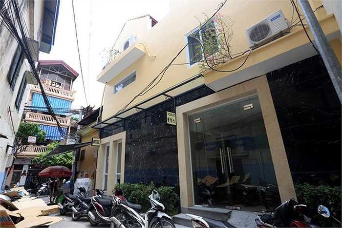Nhà vệ sinh công cộng cao cấp đầu tiên ở thủ đô nằm ở số 38 Hàng Giầy, Hoàn Kiếm (Hà Nội) được xây dựng và cải tạo trên nền khu nhà vệ sinh cũ ít người sử dụng.