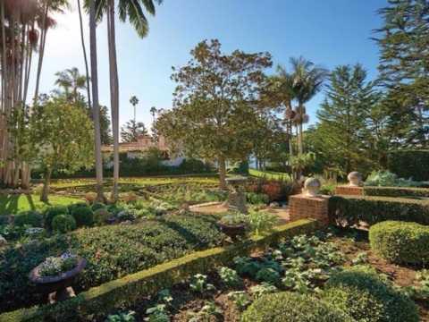 Những khu vườn được Herbert thuê người chăm sóc cẩn thận