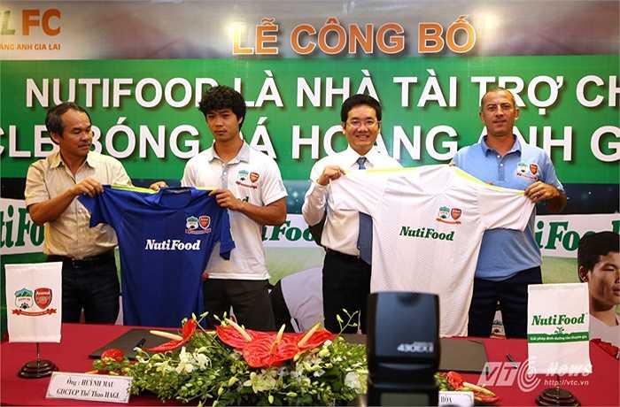 Thầy Giôm và HAGL bước vào V-League 2015 với kỳ vọng lớn. (Ảnh: Quang Minh)