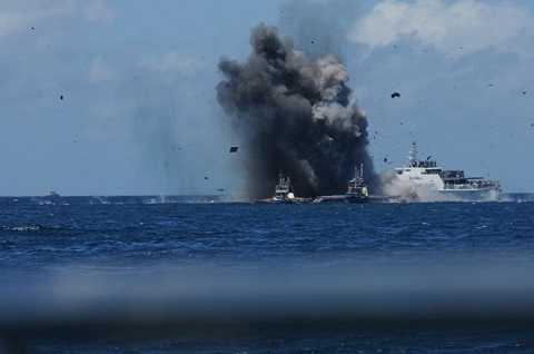 Indonesia đánh chìm tàu cá đánh bắt trái phép tại vùng biển nước này