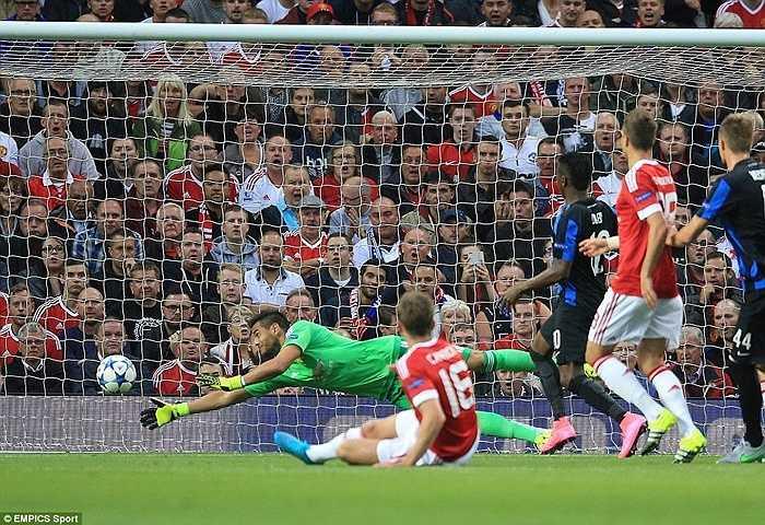 Tuy nhiên chiến thắng đến với Man Utd không dễ dàng. Ngay phút thứ 8, Carrick đã đốt lưới nhà