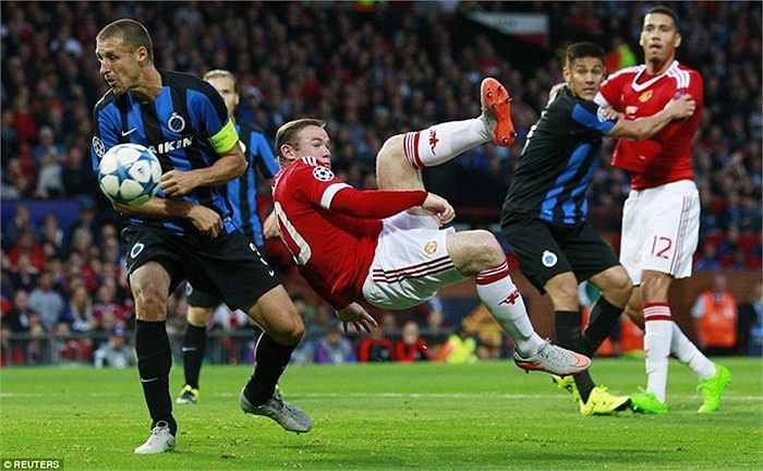 Nhưng Man Utd không phải kẻ yếu bóng vía như trước nữa. Họ vùng lên mãnh liệt