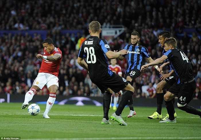 5 phút sau bàn thua, Depay đưa trận đấu về vạch xuất phát