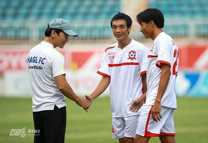 Phùng Văn Nhiên trở lại phố Núi ở vòng 14. Anh hiện là hậu vệ cánh không thể thay thế của Hải Phòng, giúp đội bóng đất Cảng có được vị trí thứ 3 trên BXH.