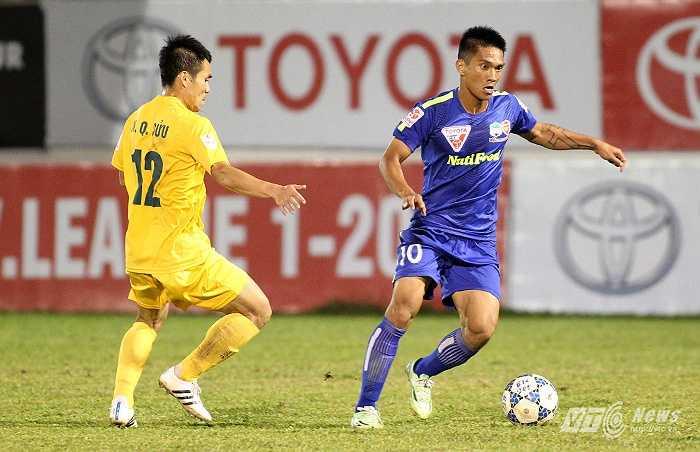 Quý Sửu cũng là cầu thủ phải rời phố Núi sau mùa giải 2014. Anh về Thanh Hóa và trong 2 lần đấu HAGL, anh đều giành chiến thắng. (Ảnh: Minh Trần)
