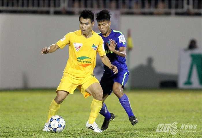 Quý Sửu là một chốt chặn quan trọng tạo nên sự chắc chắn cho Thanh Hóa ở giữa sân. Anh đã chơi 1369 phút mùa này để giúp đội bóng xứ Thanh có được vị trí thứ 2 trên BXH hiện tại. (Ảnh: Minh Trần)