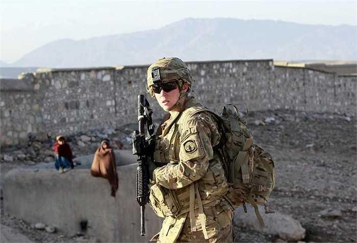 Nữ binh sĩ Mỹ tuần tra ở Pachir wa Agam, tỉnh Nangarhar, phía tây Afghanistan
