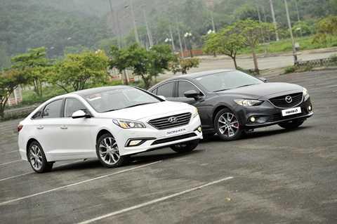 Hyundai Sonata 2015 và Mazda 6 2014 là 2 đại diện cho phong cách trẻ trung, hiện đại nhưng cũng vẫn đảm bảo chất lịch lãm trong phân khúc xe class D, bên cạnh sự trung tính có phần nhàm chán của ông trùm Toyota Camry.