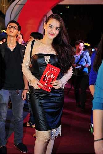 Trang Nhung khoe dáng chuẩn sau khi sinh.