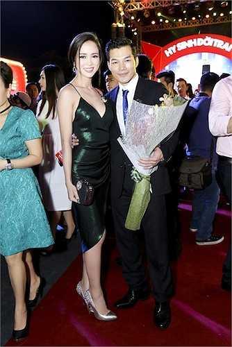 Một 'người tình tin đồn' khác của Trần Bảo Sơn là Vũ Ngọc Anh cũng đến chúc mừng.