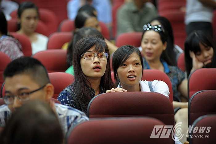 Vẻ mặt lo lắng, căng thẳng của các thí sinh trước giờ chót nộp hồ sơ