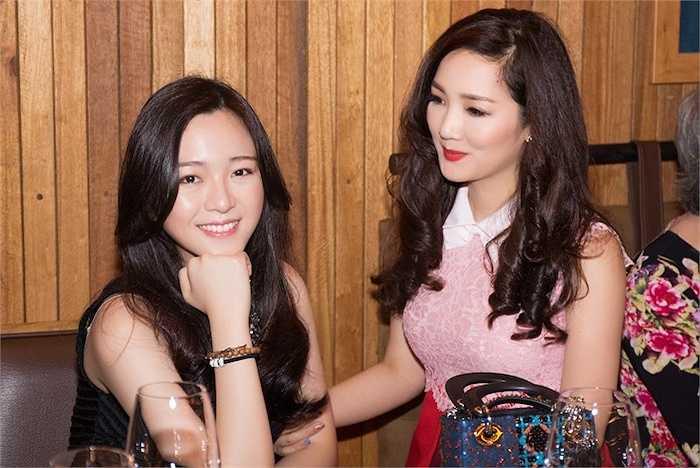 Giáng Mi vừa tổ chức bữa tiệc sinh nhật cho con gái cô nhân dịp Anh Sa tròn 21 tuổi.