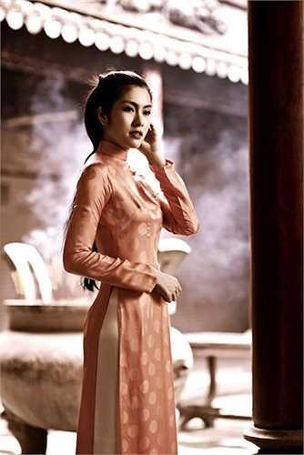 Dù ở phong cách nào người đối diện cũng thấy được vẻ đẹp của cô và chính điều này giúp Tăng Thanh Hà ghi điểm trong mắt công chúng.  (Nguồn: Khám phá)