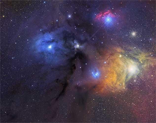 Nhiếp ảnh gia thường tạo ra những bức ảnh thiên văn từ những máy ảnh tích hợp công nghệ cảm biến CCD và nhiều bộ lọc khác nhau.