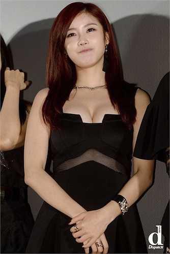 Jun Hyosung, thành viên nhóm nhạc nữ Secret, được trang Dispatch (chuyên về giải trí củaHàn Quốc)bình chọn là người đẹp sở hữu thân hình quyến rũ sexy bậc nhất K-Pop.