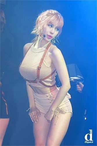 Sinh năm 1989, Hyosung ngày càng chứng tỏ vẻ đẹp phồn thực.