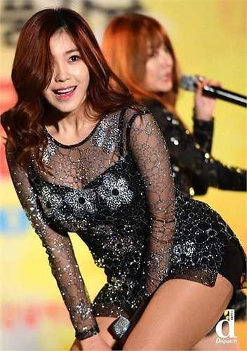 Cô trở thành biểu tượng sexy có sức cạnh tranh lớn với nhiều sao nữ khác như HyunA, Gain…