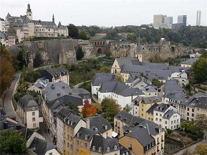 11. Luxembourg - một thành phố hay thực chất là một quốc gia nhỏ nằm sát Bỉ, được xem là một trung tâm tài chính và thu hút rất nhiều công nhân quốc tế.