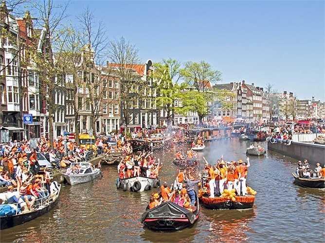 12. Amsterdam - thành phố của Hà Lan, nắm giữ vị trí 26 của mình trong bảng xếp hạng toàn cầu.