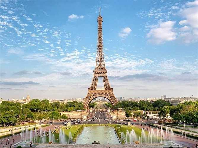 15. Paris - thủ đô nước Pháp và là thành phố lớn nhất so với tất cả các thành phố khác có mặt trong danh sách, tuy nhiên chỉ xếp thứ 29, trong bảng xếp hạng thế giới.