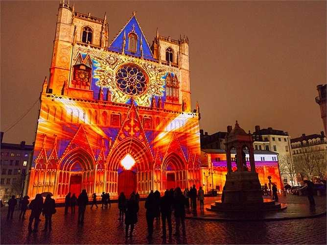 16. Lyon - thành phố thứ hai của Pháp có trong danh sách, tăng từ thứ 33 đến thứ 30 trong top 50 thành phố đáng sống nhất thế giới.