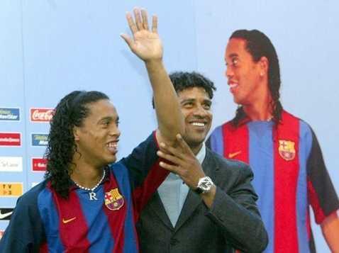Ronaldinho từ chối Man Utd để chuyển sang Barca