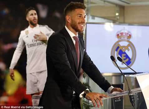 Sergio Ramos cũng nằm trong số cầu thủ lật kèo Man Utd