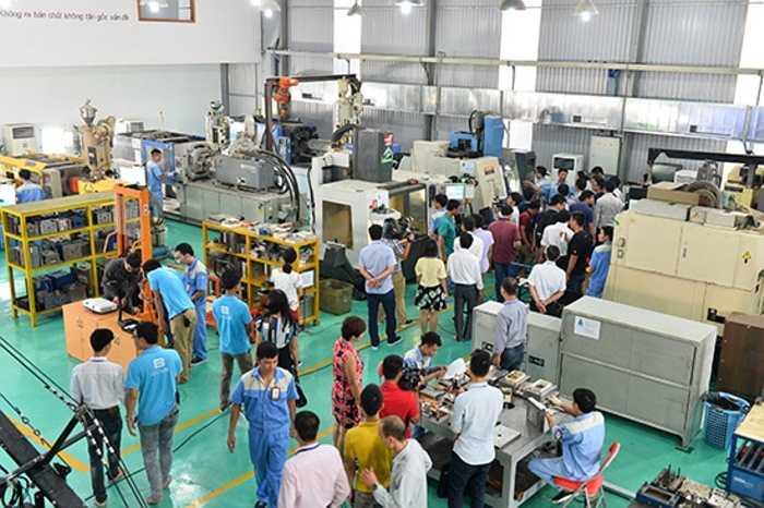 Nhà máy gia công cơ khí và nhà máy lắp rắp BPhone được nằm trên khu Mỹ Đình. Lần mở cửa này của Bkav đã nhận được sự chú ý lớn của cộng đồng công nghệ. Trước tiên, Bkav đưa các vị khách tới thăm nơi thao tác cho 200 chi tiết cơ khí được đưa vào một tiết diện nhỏ cỡ Bphone